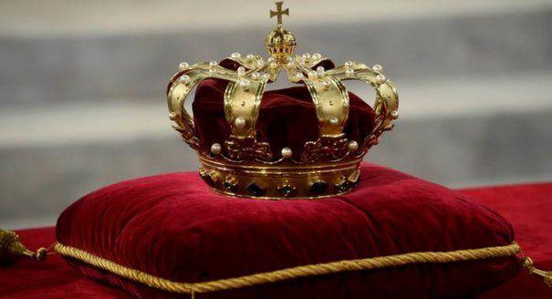 FNT. Coroana Regală a ajuns la București și poate fi vizitată până duminică